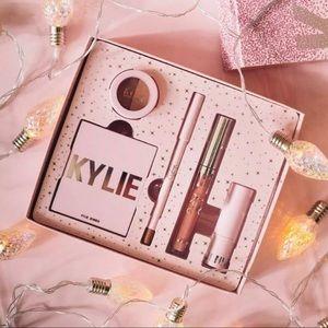 🎁Kylie Cosmetics x Ulta 2019 Holiday Try It Kit🎁